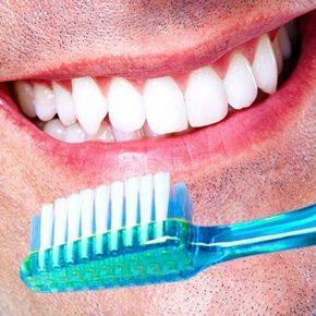 Fácil higiene porque podrás cepillar tus dientes con normalidad y colocar los alineadores limpios