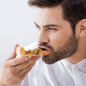 Seguirás disfrutando de las comidas porque no tendrás restricciones de alimentos ni se quedarán restos de comida entre el los retenedores y tus dientes